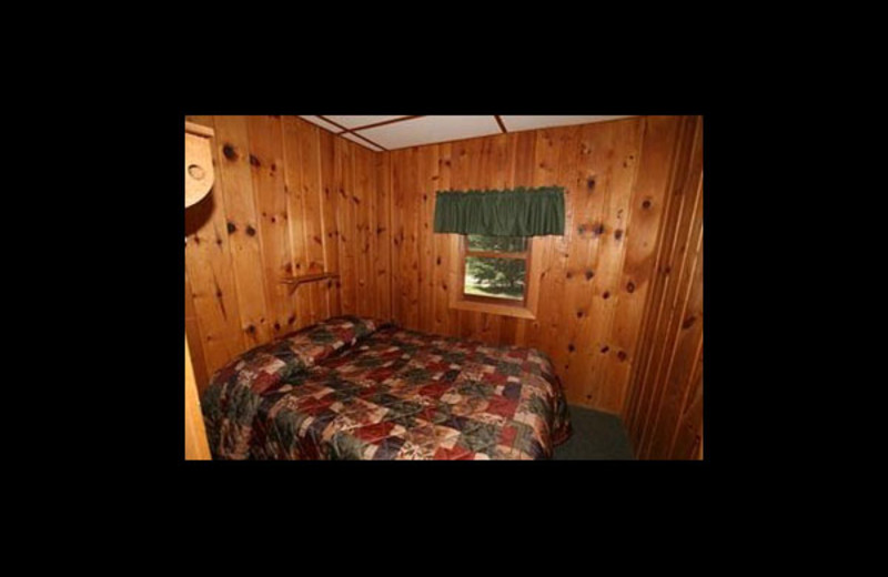 Cabin bedroom at Broadwater Lodge.