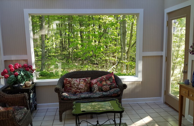 Rental sitting room at Door County Vacancies.