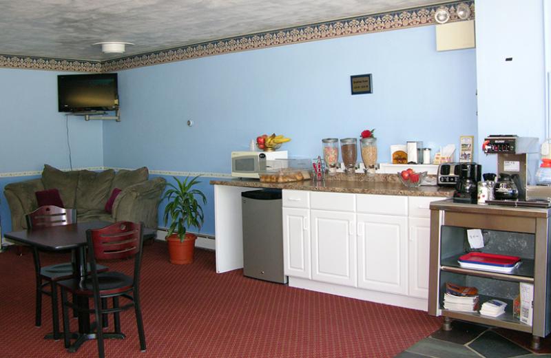 Lobby view at Mahoning Inn.