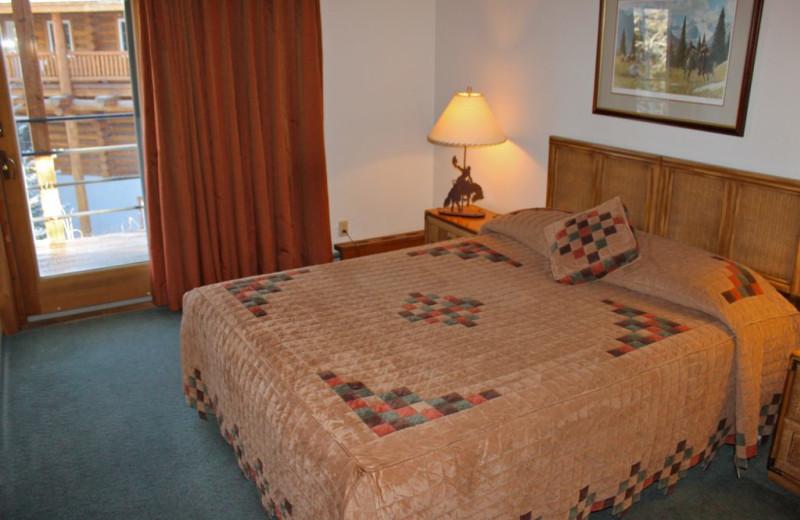 Guest bedroom at Rock Creek Resort.