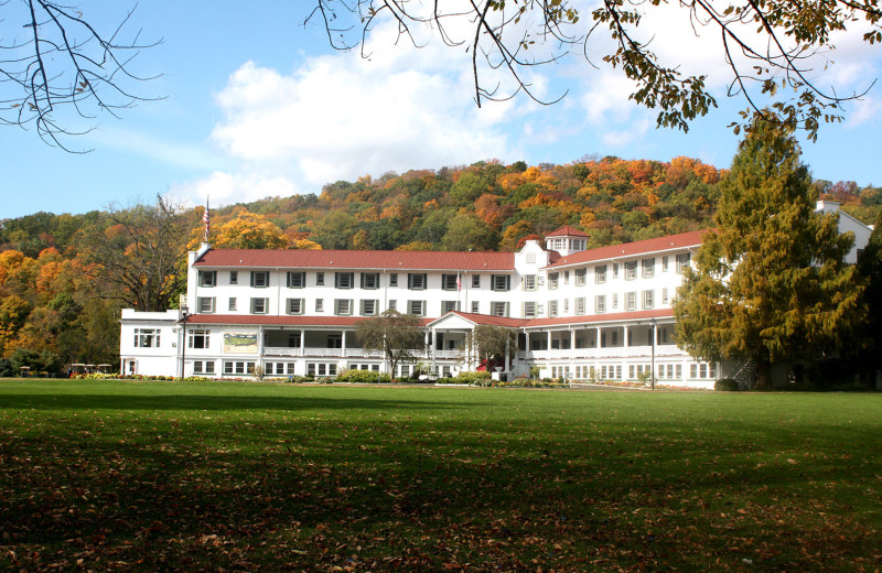 Exterior view of The Shawnee Inn and Golf Resort.