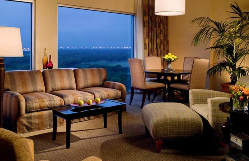 Guest room at DFW Marriott Hotel and Golf Club at Champions Circle.