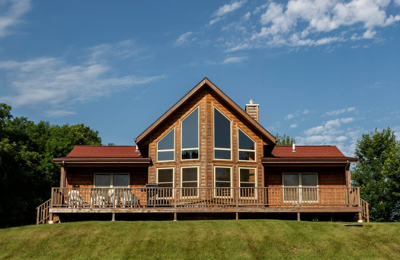 Moonlight Bend exterior at Red Cedar Lodge will sleep 8 guests.