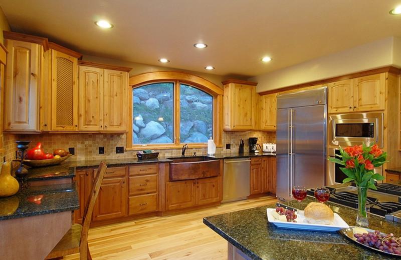 Vacation rental kitchen at Paragon Lodging.
