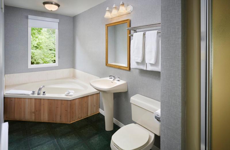 Guest hot tub at Sir Sam's Inn & Spa.