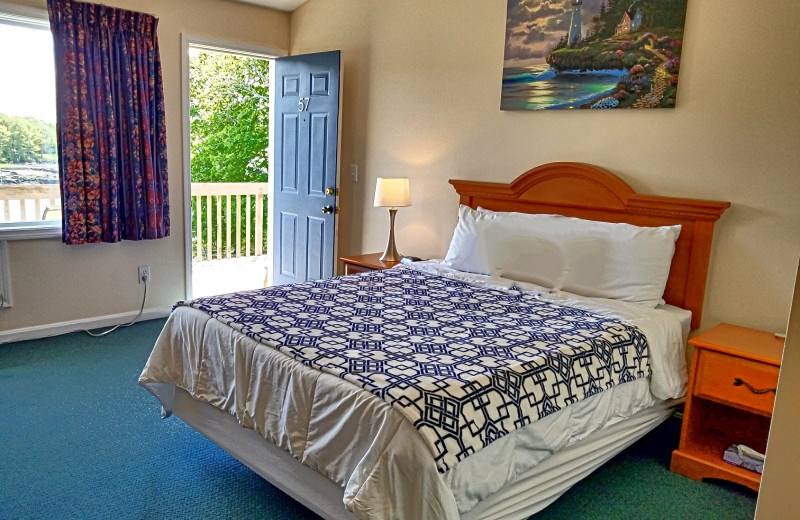 Guest room at The Smugglers Cove Inn.