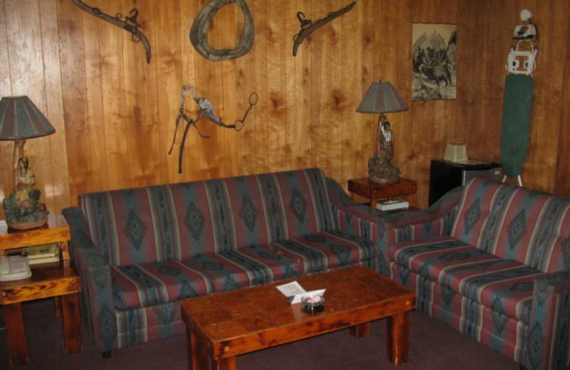 Living room of the Montana Room at Bennett Bay Inn.