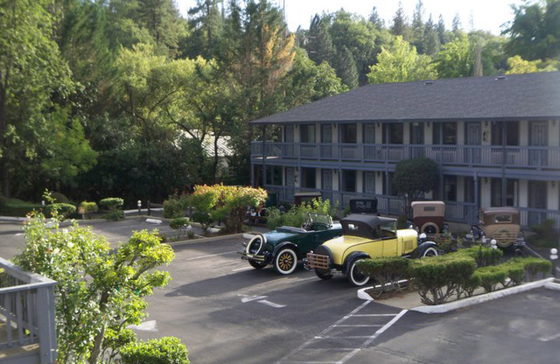 Exterior view of Gold Country Inn.