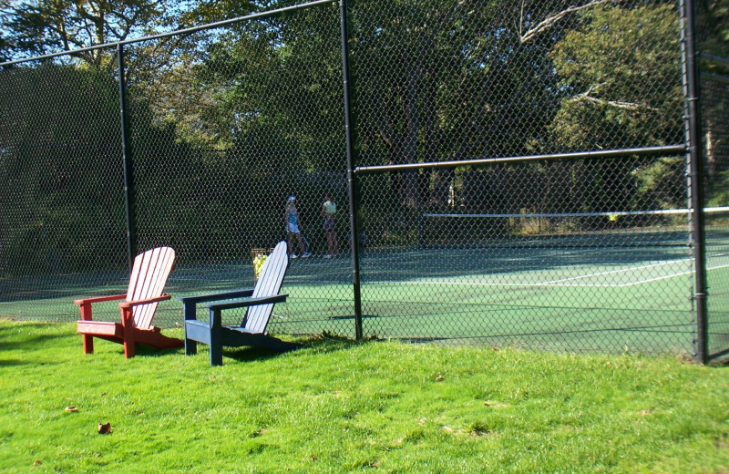 Tennis court at Southampton Inn.