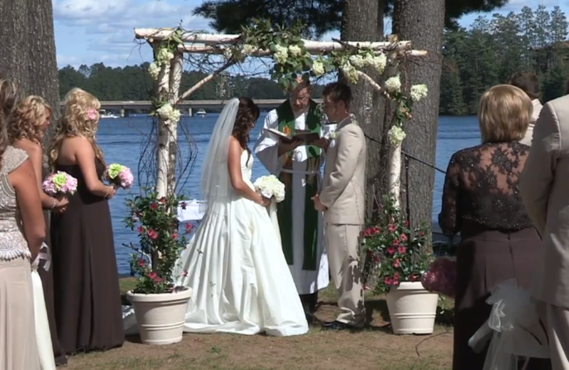 Lakeside wedding ceremony at The Beacons of Minocqua.