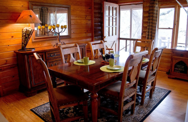 Rental dining room at Hill Country Premier Lodging.