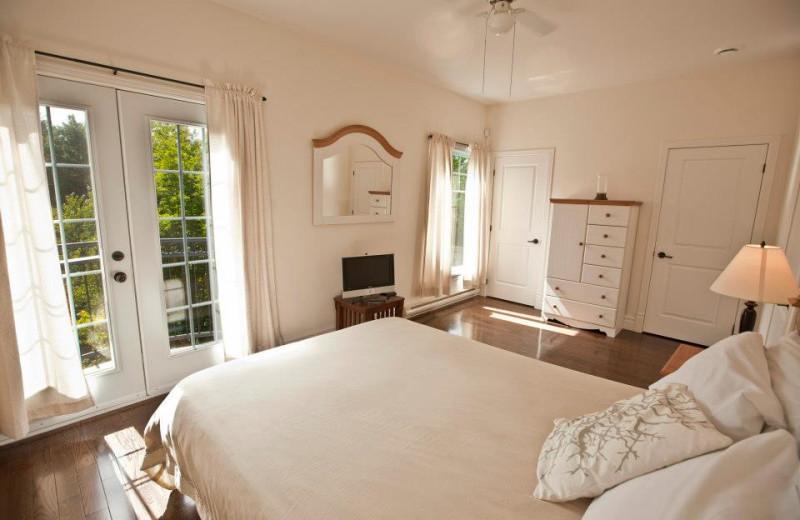 Guest room at Manoir des Sables.