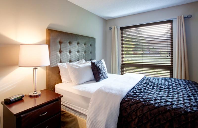 Guest room at Sunrise Ridge Waterfront Resort.