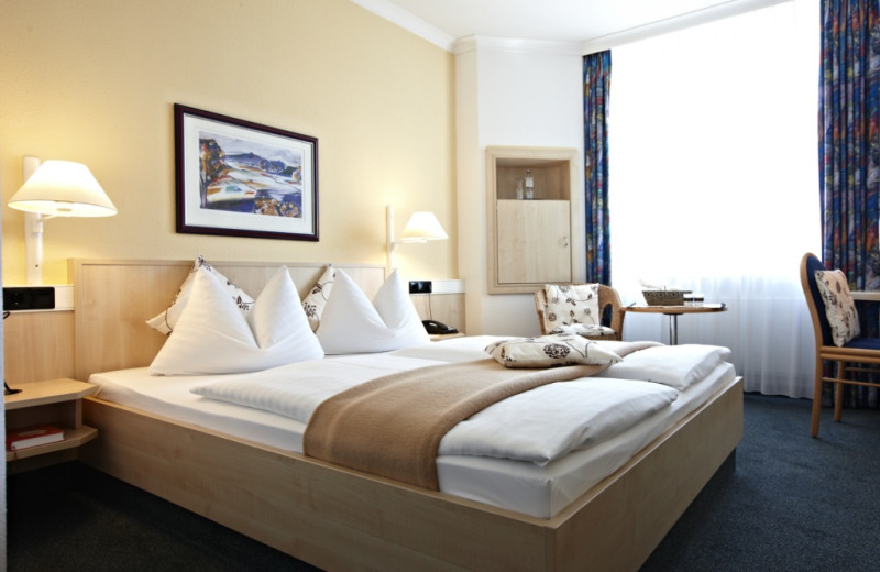Guest room at Inter City Hotel Rostock.