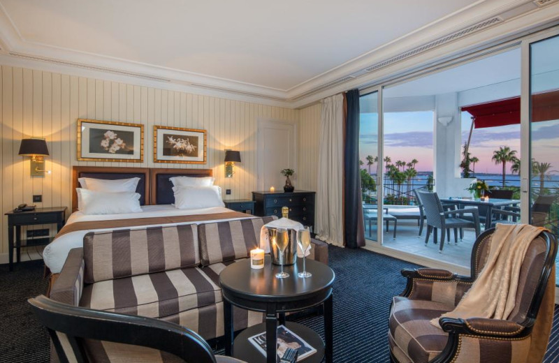 Guest room at Majestic Barriere.