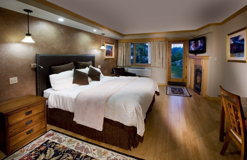 Guest room at Golden Arrow Lakeside Resort.
