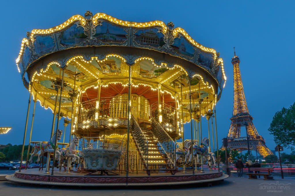 Carrousel et la Tour Eiffel - France, Paris