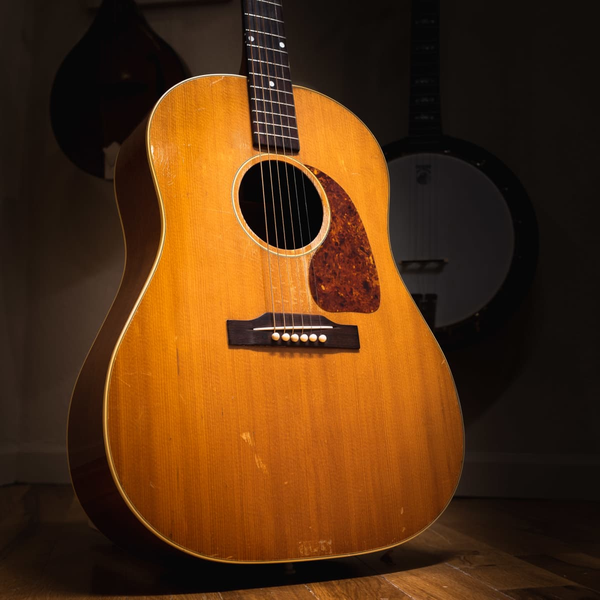 Vintage Vibes History Of The Gibson J 50