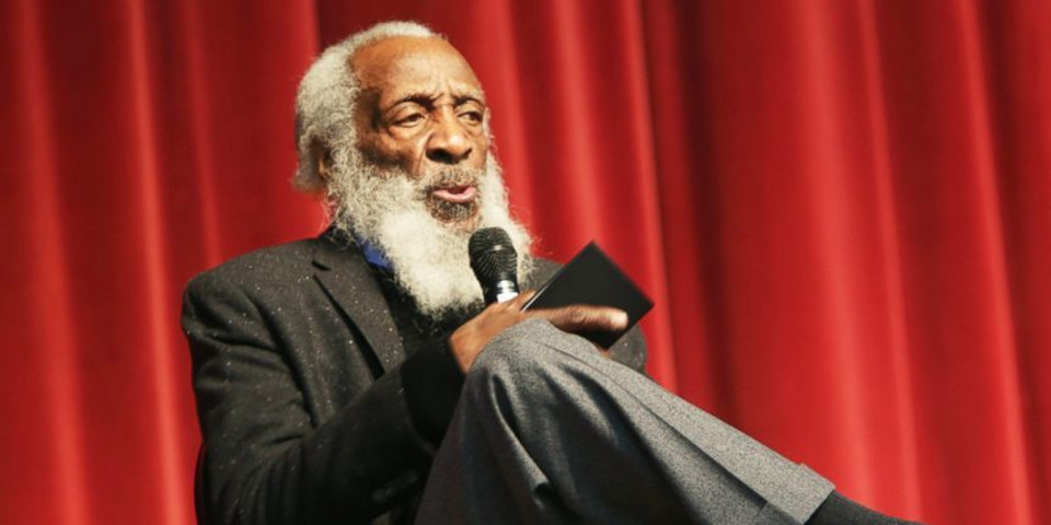 Dick Gregory trailblazing comedian and comic dead at 84
