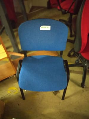 blue and black rolling chair