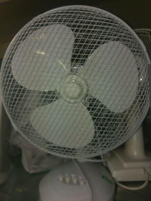 white desktop fan
