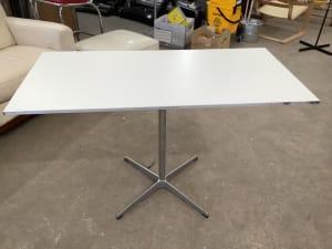 Fritz Hansen table A603