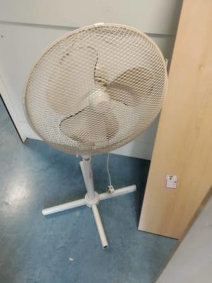 white pedestal fan