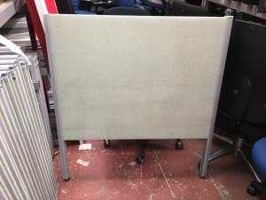 Free standing desk divider