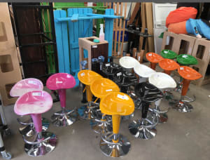 Bar stool dark pink