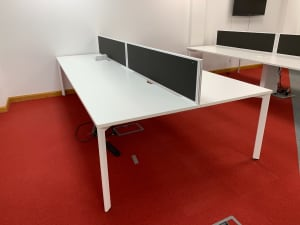 Bank of 4 140cm Desks with dividers