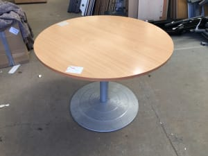 Manual Height adjustable round Table