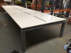 Bank of 12 desks - 100x100cm each top