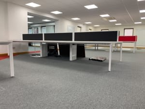 Bank of 6 140 desks with dividers