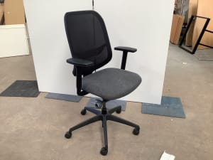 Boss Design Apply mesh chair