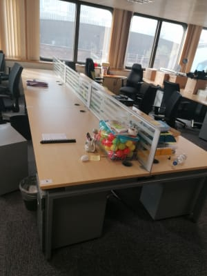 Bank of 6 Desks with Glass Desk Dividers