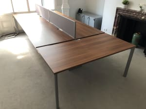 Bank of 5 desks in walnut with dividers