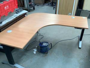 Electric corner desk