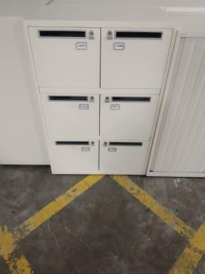 6 door mailbox unit