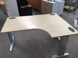 Corner desk right hand