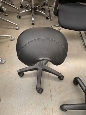 Saddle style posture chair