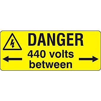 Danger 440 Volts between  - SAV (96 x 38mm, sheet of 15 labels)