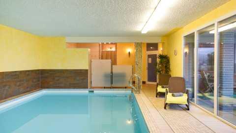 haus-am-grasberg-rhoen-lodges-schwimmbad