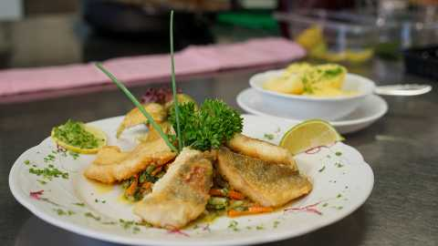 rhoen-gaststaette-zur-post-obernuest-fischgericht1