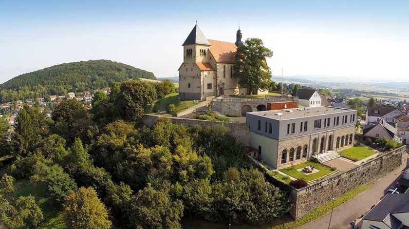 rhoen-einkaufswelt-petersberg-fsz-lioba-kirche