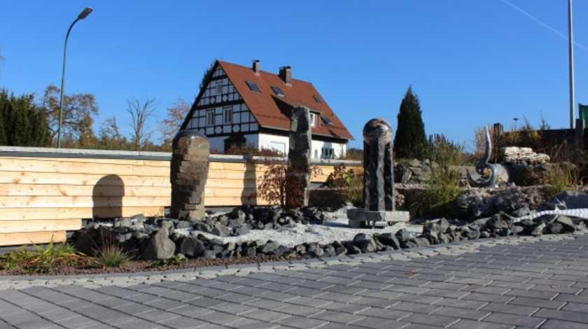 rhoen-gebrueder-baier-garten-und-landschaftsbau-einfahrt