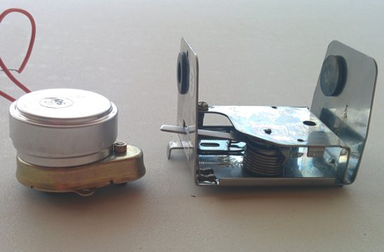 The synchronous motor (left) and the spring mechanism (right).