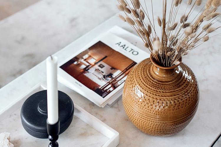 moderne vase med tidsriktige farger