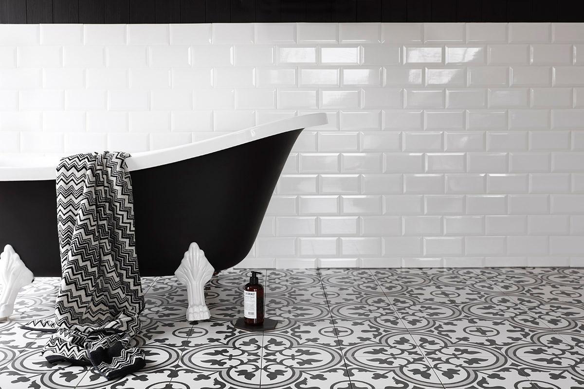 inspirasjon til din nye baderom i sorte og hvite detaljer
