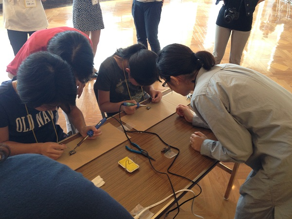 Rikejoのイベントの様子(電気工作教室)
