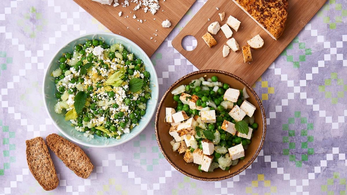 Pavasarinės žaliųjų žirnelių ir varškės sūrio salotos su mėtomis